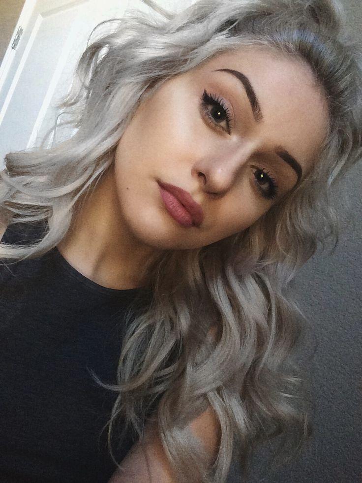 girl platinum Pretty hair with