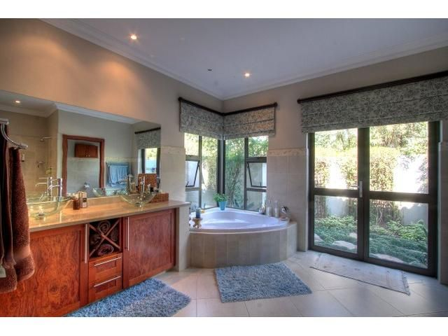 4 bedroom House for sale in Chartwell, Fourways area   Century21