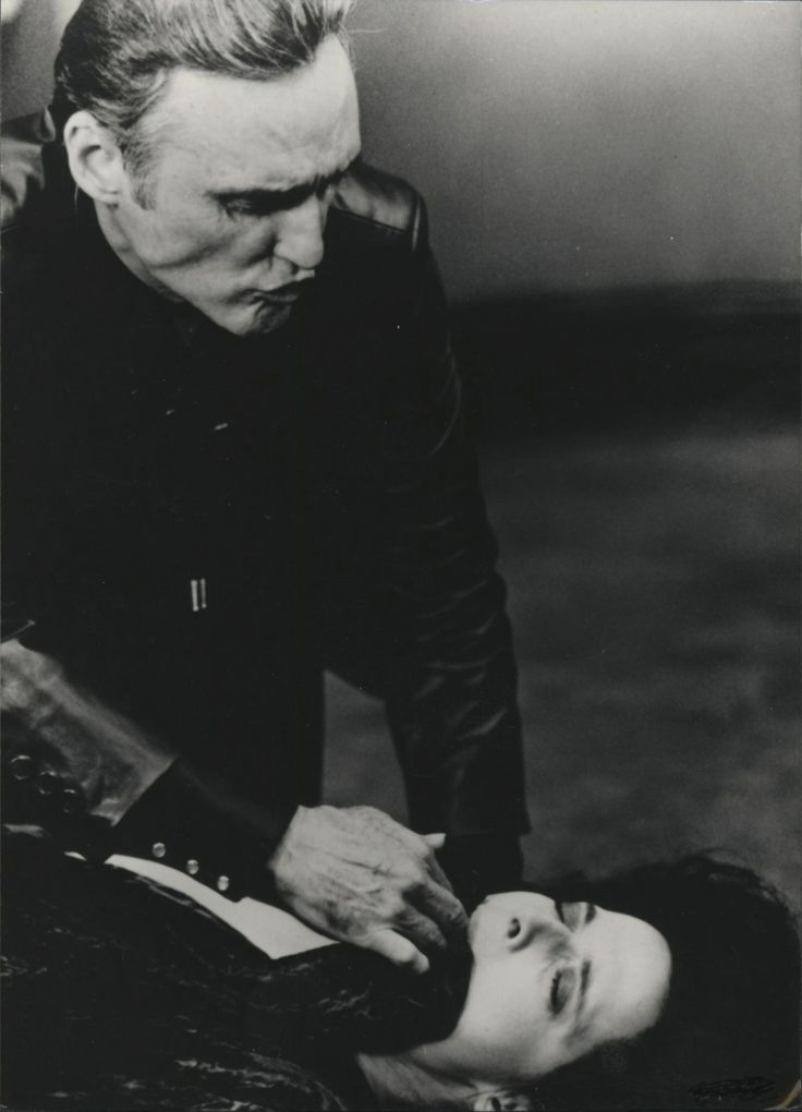 Dennis Hopper and Isabella Rossellini in Blue velvet directed by David Lynch, 1986