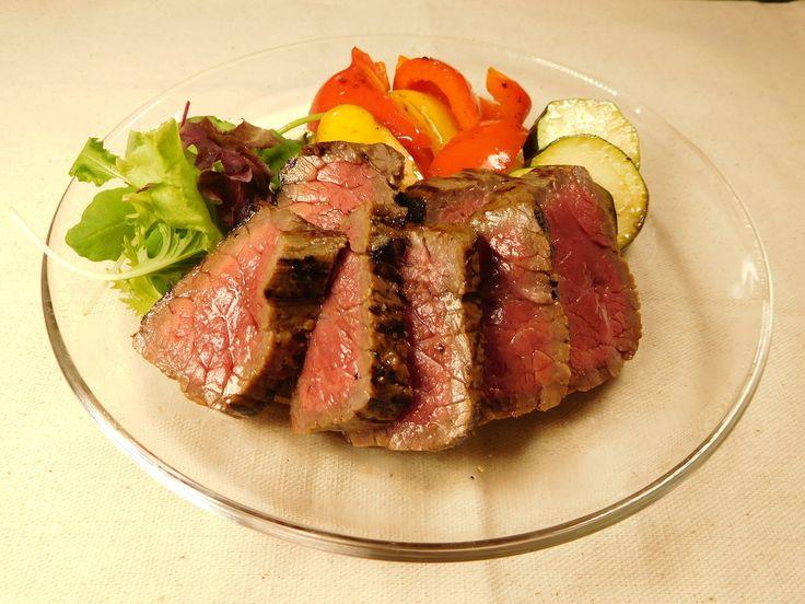 牛ヒレ肉のレシピを3品ご紹介します。肉こそダイエットに向いた食材のひとつ。なかでも牛ヒレ肉はとてもヘルシーで、ダイエット中の方にも積極的に食べていただきたいです。Diet Geniusのシェフが絶妙な火入れをした、とびきり美味しそうな写真でご覧ください。