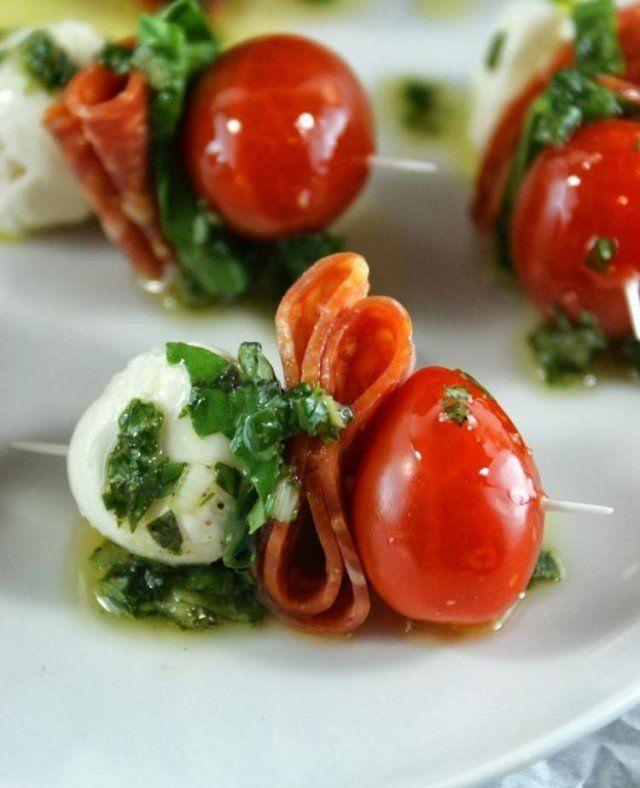 cuisine-italienne-sans-cuisson-brochettes-mozarella-salami-tomates-cerises