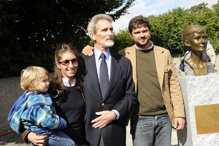 Luca Dotti with his wife, Dometilla Bertusi, and his daughter, Alice. In the middle is Robert Wolders.