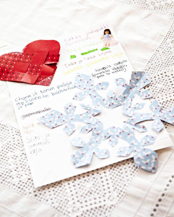 Aadan kirje joulupukille. Lapset kirjoittavat pukille kauniisti koristellut toivelistat.