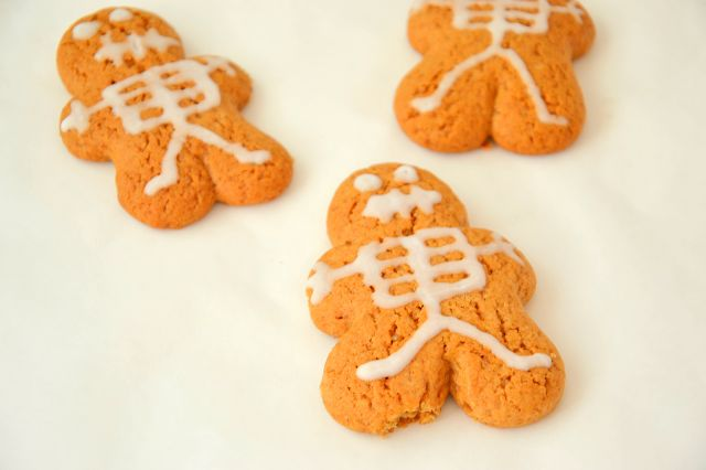 Cinnamon Ginger Skeleton Cookies