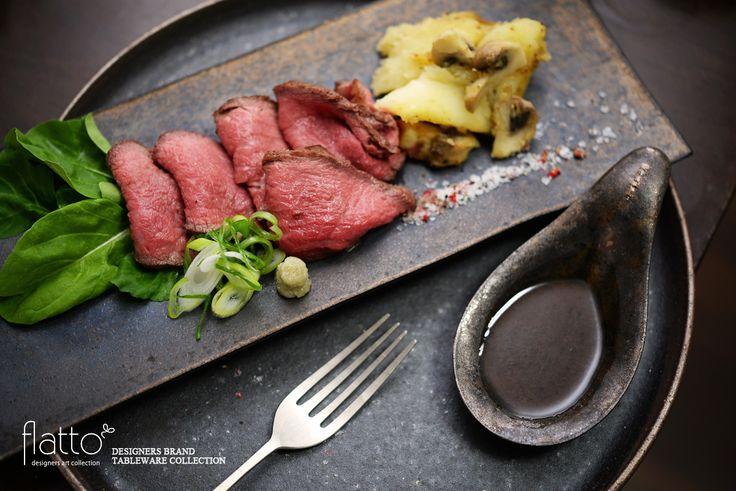 ■■ 料理:ローストビーフ ■■ 和食器:銅彩釉角長皿(大) ■■ 作家:水野幸一