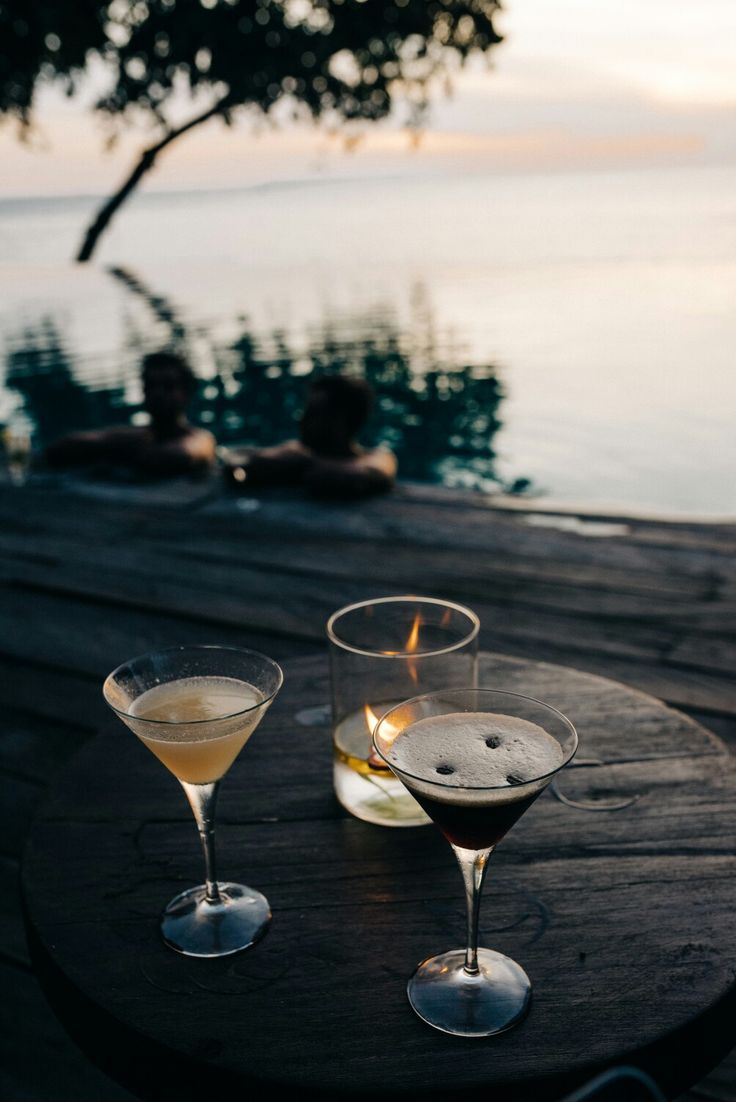 Happy hours from 4-5pm daily in  Jeeva Klui Resort. Serve cocktails and mocktails with promo buy one get one free.