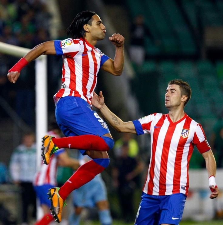 El 'Tigre', goleador de la Liga BBVA, celebrando uno de sus goles frente al Betis #Falcao #AtleticoMadrid #atleti