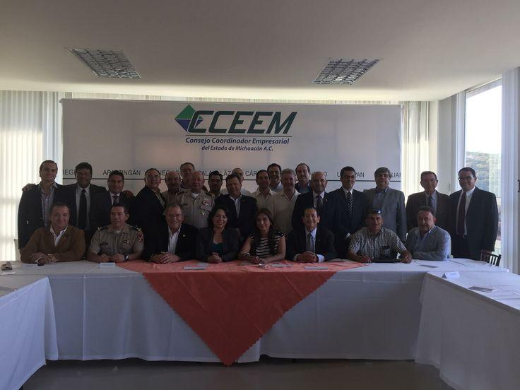 Comida en Morelia, entre la cúpula empresarial del Estado y los Gral.Morales Cáceres; el Gral de División Felipe Gurrola, el Lic. Rene Rodriguez Oviedo, delegado del CISEN.