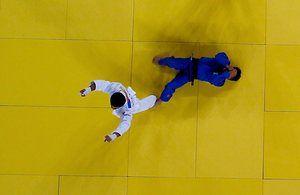 В России Беслан Мудранов колеса в Триумф после победы над Елдос Сметов Казахстана по дзюдо мужчины 60 кг финал, первая медаль зарабатывать в России игр.