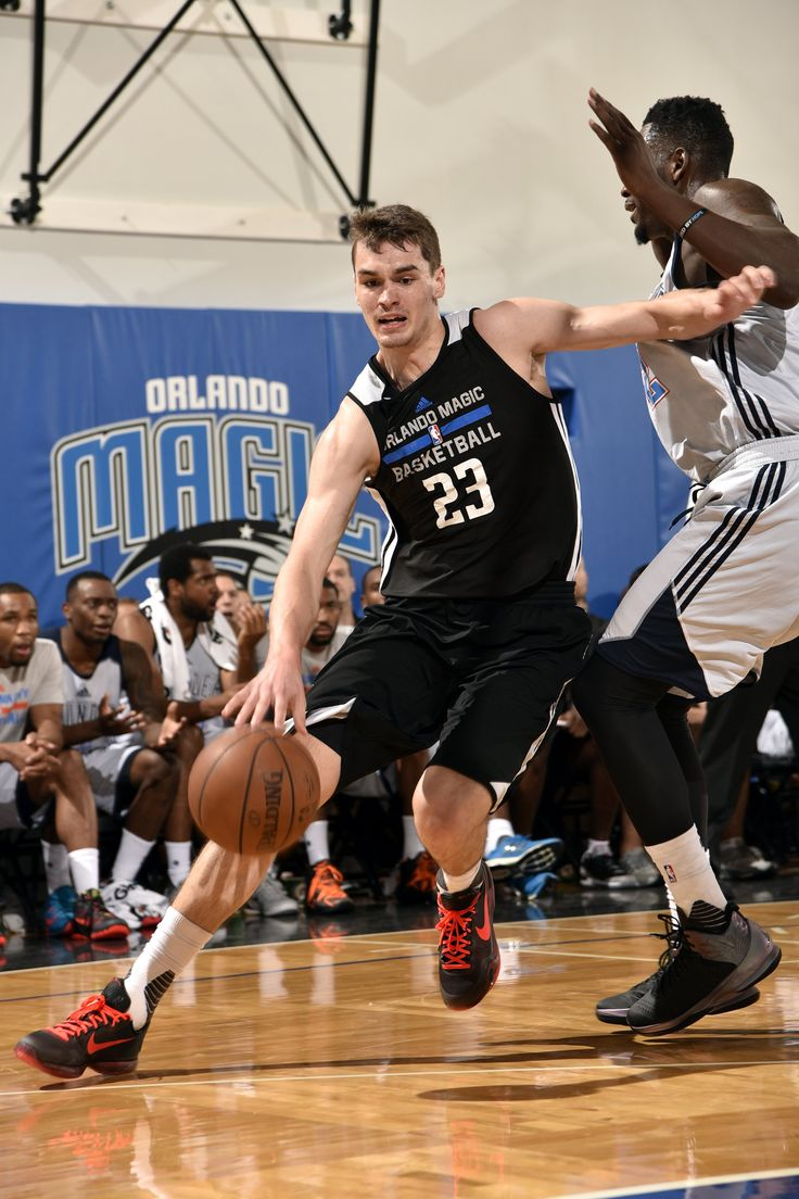 Mario Hezonja drives to the basket. (Fernando Medina/NBAE/Getty Images)