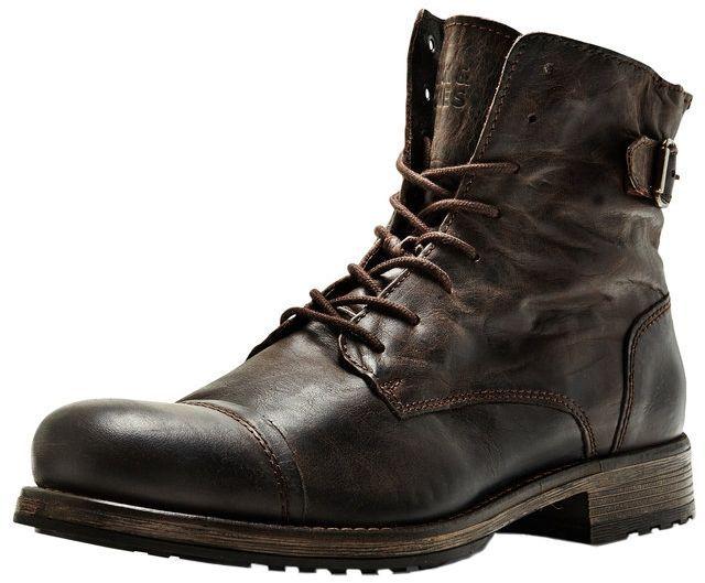 Mit diesen derben Boots von Jack and Jones kannst Du jedem Wetter trotzen. Besonders zu einer Blue Jeans passen sie perfekt, http://www.aboutyou.de/p/jack-und-jones/laessige-lederstiefel-2194788?utm_source=pinterest&utm_medium=social&utm_term=AY-Pin&utm_content=2016-02-KW-07&utm_campaign=Streetstyle-Male-Board