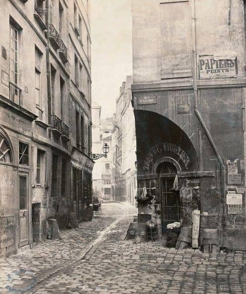 La rue des Marmousets sur l'île de la Cite en 1865 Charles Marville