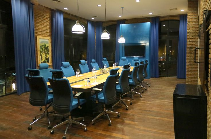 Hatten Wines Building Boardroom, recycled palettes table