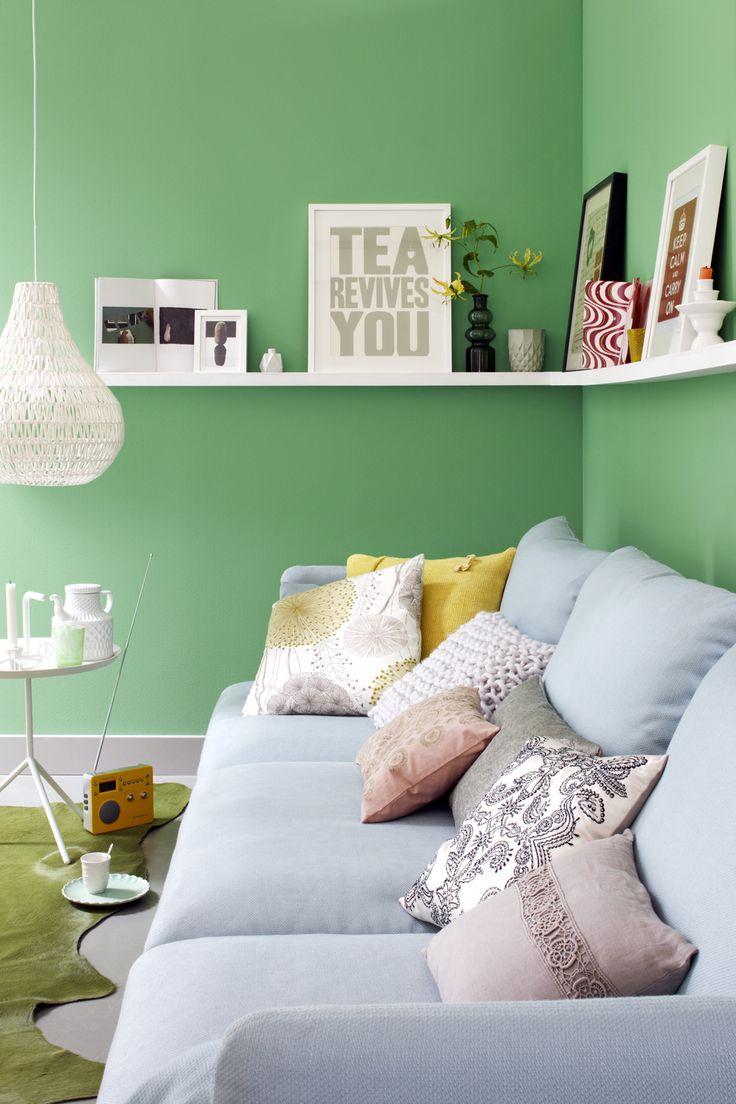 Mooie kussens en een kleurtje op de muur