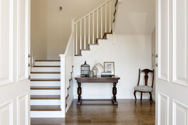 Hamptons style entry - Oswald Homes