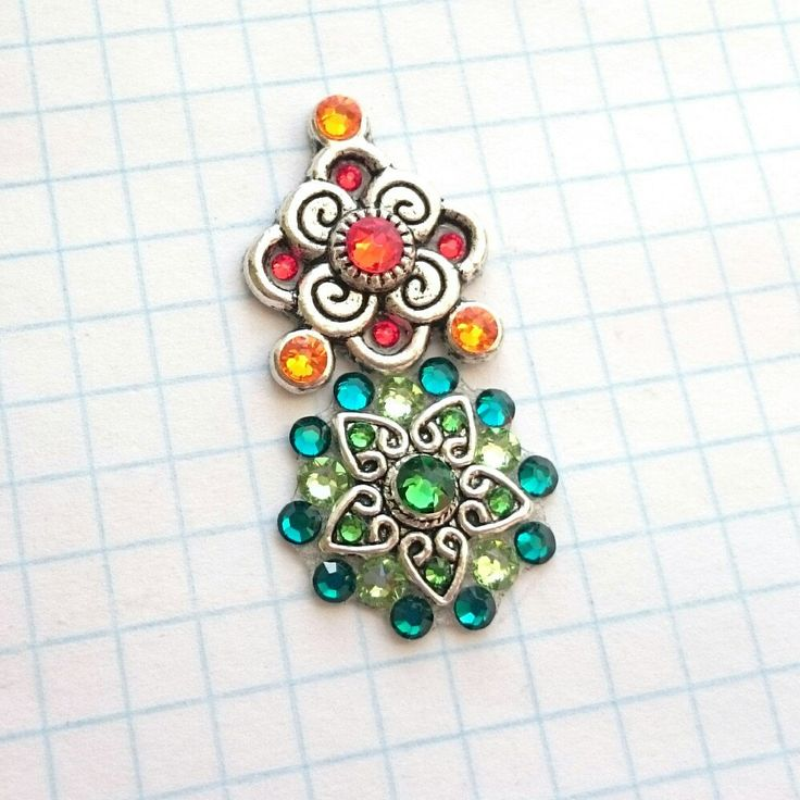 This is a variant of combining two bindis. You may order similar colours! E.g. two red bindis...