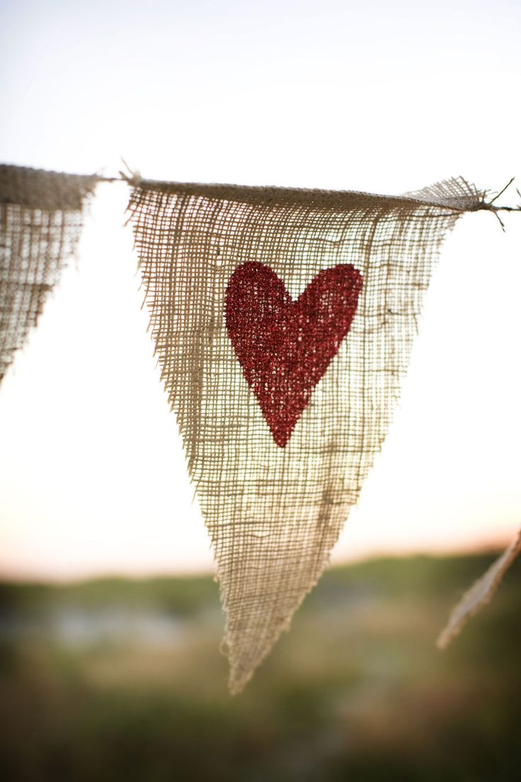 ♥: Wedding Buntings, Heart, Burlap Buntings, Wedding Ideas, Wedding Decor, Valentines Day, Diy Gifts, Burlap Banners, Wedding Banners