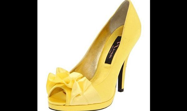 Need to have these...  Gorgeous yellow wedding shoes : Wedding Clan