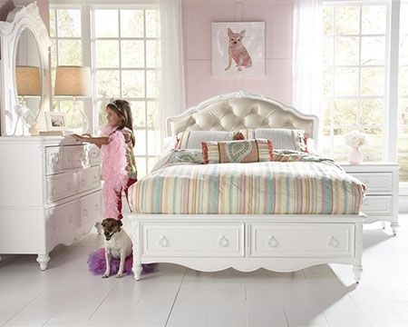 The sweetest bedroom set for your little princess. #white #bedroom #classic