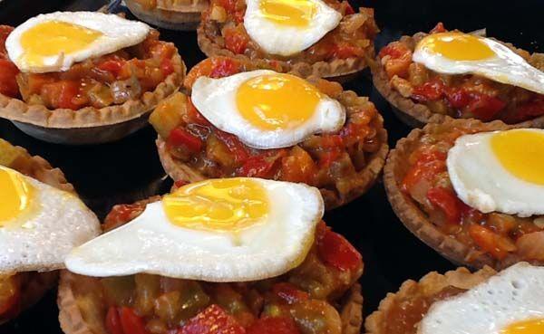 Tartaletas de pisto con huevos