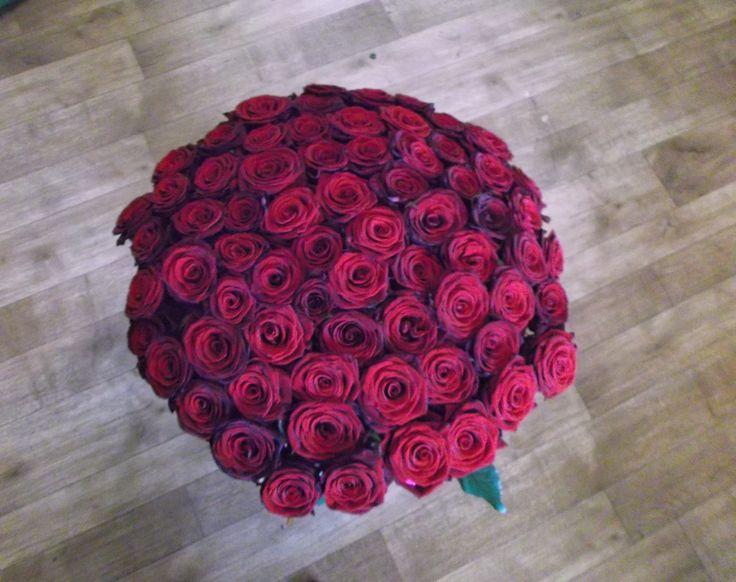 Букет из 81 красной розы. Доставка по Киеву - Бесплатная!!!   Тел: (044) 362-58-22.    http://rose.org.ua/