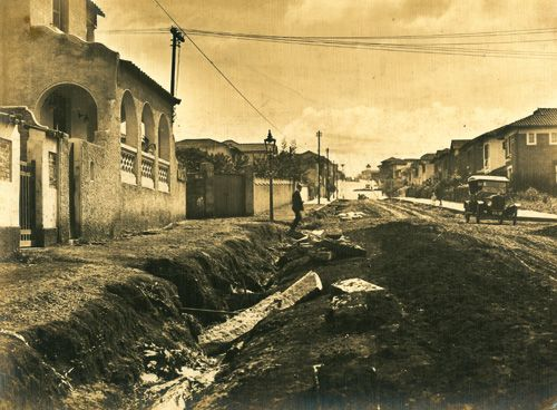 Rua da Consolação (1920) - Obras de pavimentação da Rua da Consolação, no bairro da Consolação.