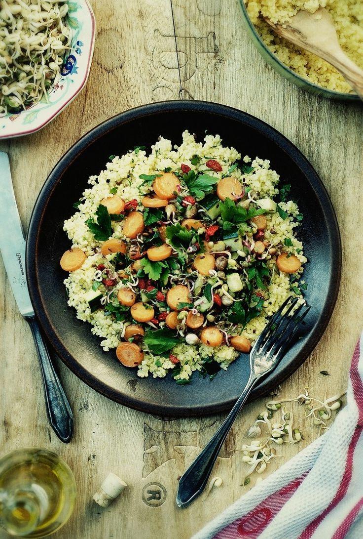 Kasza jaglana z marchewką, cukinią i kiełkami | gotuj zdrowo!