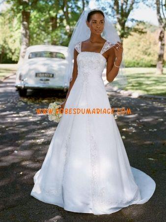 David's robe de mariée glamour longue simple ornée de broderie satin