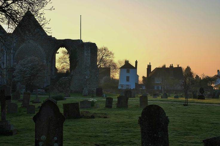 https://flic.kr/p/UxtedP | Evening in Winchelsea over ancient graveyard