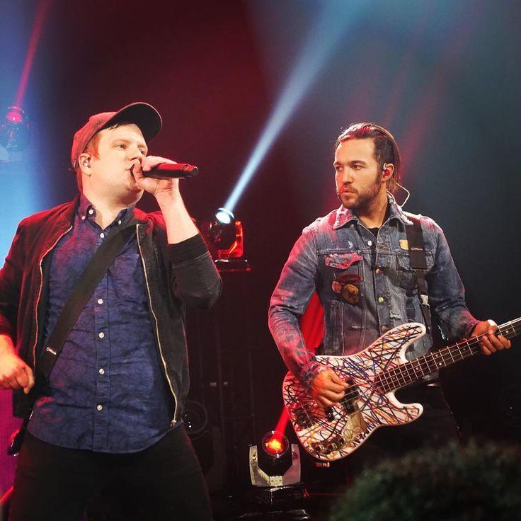 いいね!8件、コメント1件 ― Jimmy Joさん(@squeezemein)のInstagramアカウント: 「Album Release Party with Fall Out Boy! Love Patrick & Pete Wentz from Fall Out Boy! #falloutboy…」