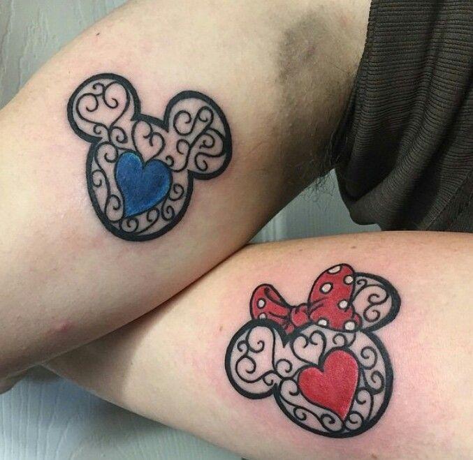 A gente já ama tatuagem de casal, agora imagina juntar tatuagem de casal com Disney? Cai de amores! Muitas inspirações lindas e muito amor!