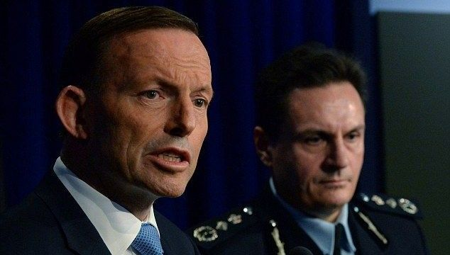 Australia gets approval to send armed officers to MH17 recovery team
