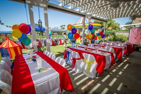 Circus party: impactful and cheap (gazebo, simple primary table cloths, white runners, balloon centerpieces)