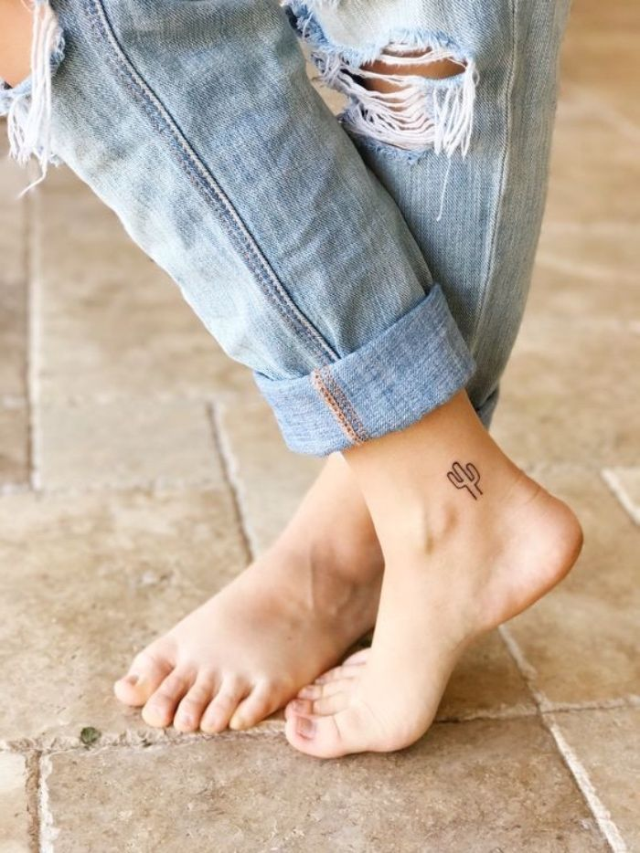 Petit Tatouage Cheville Pour Femme Dessin Graphique Motif Cactus