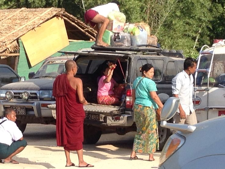Phu Nam Ron Border Crossing,