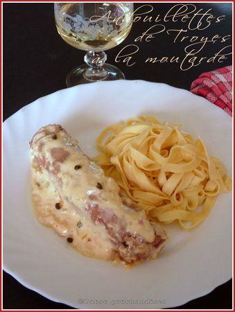 """""""Andouillettes de Troyes"""" à la moutarde et au vin blanc (spécialité de la ville de Troyes) France"""