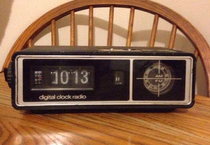 vintage gran prix dcr 1700 flip numbers alarm clock radio tested works free ship vintage gpx. Black Bedroom Furniture Sets. Home Design Ideas