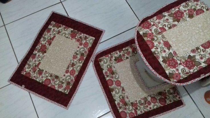 Jogo de tapete de banheiro  3 peças    confeccionada em tecido de algodão
