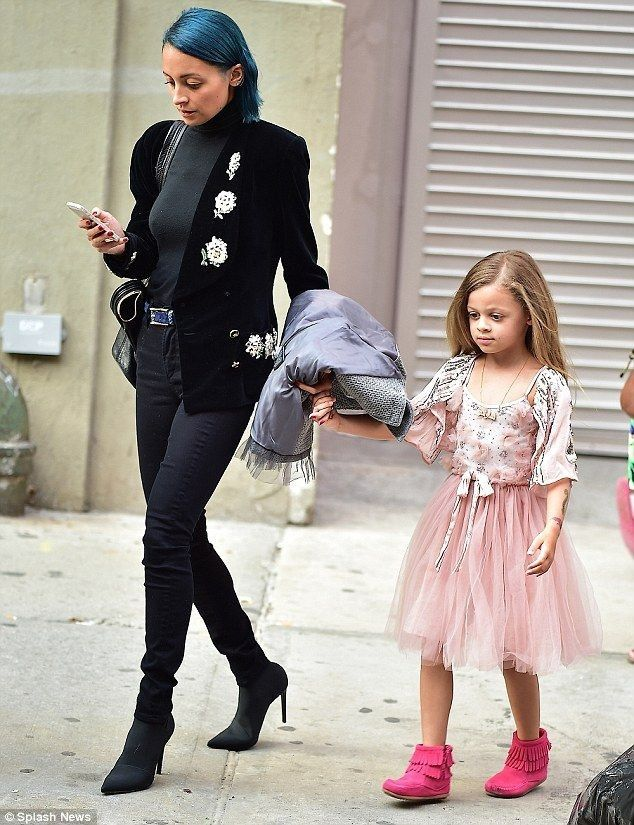 Nicole Richie's daughter Harlow steps out in pink ballerina dress - Celebrity Fashion Trends