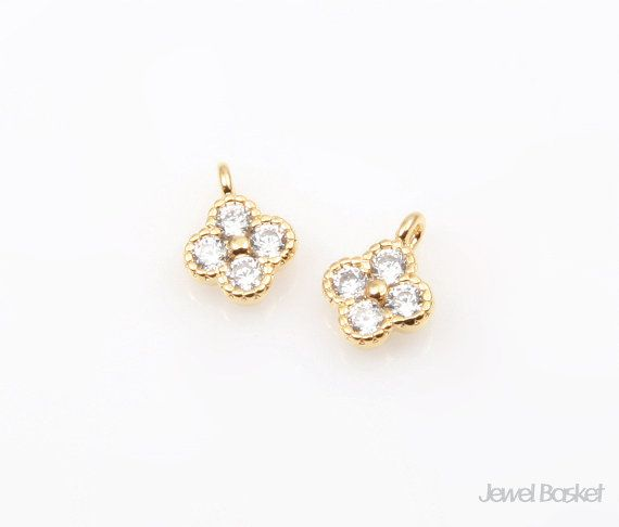 Cubic Clover in Gold   - Highly Polished Gold Plated over Brass (Tarnish Resistant) - Cubic Zirconia and Brass / 7.0mm x 5.0mm  - 2pcs / 1 pack