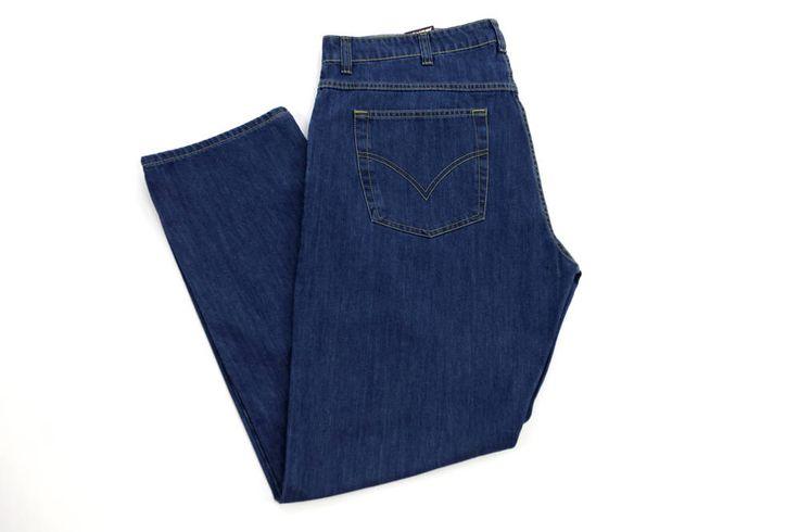 Ciemne jeansy DIvest dla Panów o dużych rozmiarach. Dostępne w rozmiarach 3XL,4XL, 5XL, 6XL, 7XL, 8XL. Skład: 99% bawełna 1% lyc.