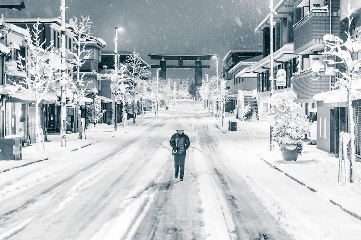 """"""" This is Miserable """" 「これは 大変 ですね」 comment to me in passing by lady walking in the middle of the street at 4:15am after Kyoto's biggest snow in more than 60 years -- Kyoto, Japan -- Copyright 2015 Jeffrey Friedl, http://regex.info/blog/"""