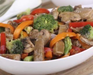 Wok de boeuf aux légumes croquants : http://www.fourchette-et-bikini.fr/recettes/recettes-minceur/wok-de-boeuf-aux-legumes-croquants.html