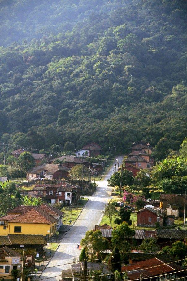 Vila de paranapiacaba - A vila começou a ser erguida a partir de 1867 com o objetivo de abrigar funcionários da São Paulo Railway Co. que naquele momento construíam a primeira estrada ferroviária de São Paulo que passaria a funcionar como vias importantes de escoamento do café para o porto de Santos.