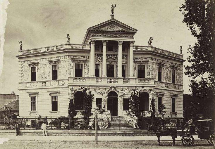 Andrássy út 132. Edelsheim-Gyulay-villa. 1942-ben lebontották. A felvétel 1876 körül készült. A kép forrását kérjük így adja meg: Fortepan / Budapest Főváros Levéltára. Levéltári jelzet: HU.BFL.XV.19.d.1.05.058