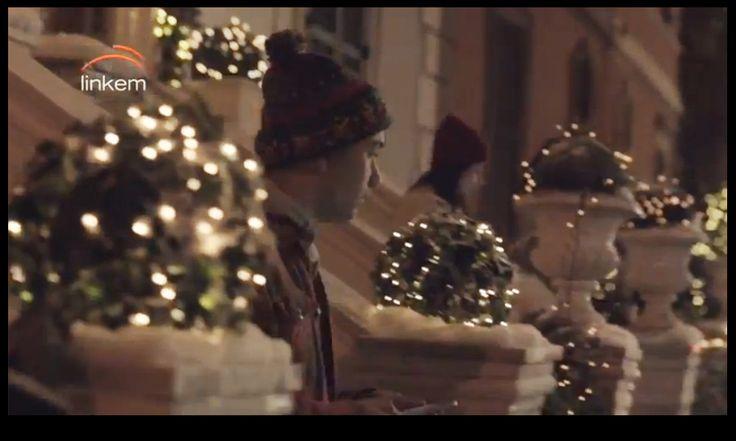 LA FLOREALE non è solamente il punto di riferimento per chi vuole addobbare la propria casa per Natale. Rappresenta infatti anche una risorsa per chi deve allestire a tema natalizio negozi, ristoranti, hotel ossia qualsiasi tipo di locale pubblico. La Floreale di Stefania si occupa anche delle Scenografie Floreali per set pubblicitari, film italiani e stranieri e tanto altro.
