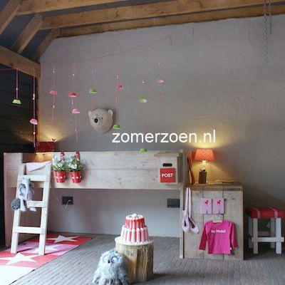 #steigerhouten #halfhoogslaper #boven slapen en beneden spelen of logeren #fenne http://www.zomerzoen.nl/halfhoogslaper-met-bureau-fenne.html