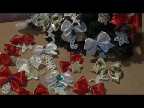 """This video presents how to make paper clay ornaments using cutters. It also presents how to make texture and how to color the textured surface with metallic powder. Αυτό το βίντεο παρουσιάζει πως φτιάχνω πήλινα (paper clay) στολίδια χρησιμοποιώντας κουπ-πατ. Παρουσιάζει επίσης πως κάνω ανάγλυφο και πως χρωματίζω την ανάγλυφη επιφάνεια με σκόνες μετάλλου. """