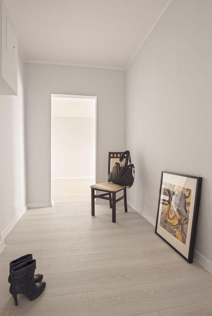 foyer, przedpokój, szpilki, botki, obrazy, home staging, mieszkanie w bloku…
