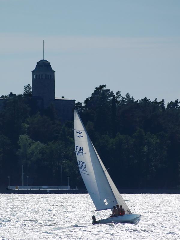Hai 2000 sailing in front of the presidential summer residence of Kultaranta in Naantali #Finland #archipelago